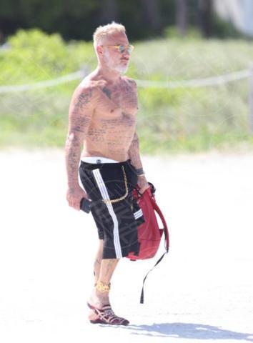 Gianluca Vacchi - Miami Beach - 02-07-2017 - Gianluca Vacchi, a farti compagnia sono rimasti solo i tatuaggi