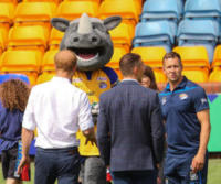 Ronnie the Rhino, Prince Harry - Leeds - 06-07-2017 - Il principe Harry spiega come entrare duro a rugby!