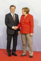 Moon Jae-in, Angela Merkel - Amburgo - 07-07-2017 - G20 di Amburgo: centinaia di civili e agenti feriti. Le foto