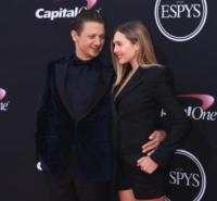 Elizabeth Olsen, Jeremy Renner - Los Angeles - 12-07-2017 - Lindsey Vonn, piume e trasparenze agli ESPY Awards