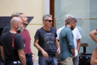 Luciano Ligabue, Stefano Accorsi - Reggio Emilia - 15-07-2017 - Stefano Accorsi lavora sul set, il piccolo Lorenzo lo guarda!