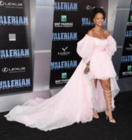Rihanna - Hollywood - 17-07-2017 - Jennifer Lopez e Chiara Ferragni, chi lo indossa meglio?
