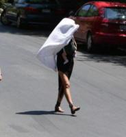 Lea de Seine, Irina Shayk - Los Angeles - 21-07-2017 - Irina Shayk mamma premurosa: troppo sole per la piccola Lea