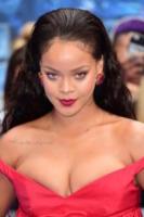 Rihanna - Londra - 24-07-2017 - Specchio delle mie brame,ho le sopracciglia più belle del reame?
