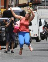 Amy Schumer - New York - 28-07-2017 - Amy Schumer sul set di I Feel Pretty con papà