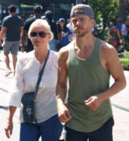 Mari Anne Hough, Derek Hough - Los Angeles - 30-07-2017 - Star come noi: Derek Hough compra i vestiti con mamma
