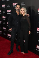 Julie Solomon, Johnathon Schaech - Hollywood - 01-08-2017 - Halle Berry mimetica per Kidnap: sul red carpet come in guerra!