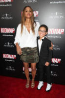 Sage Correa, Halle Berry - Hollywood - 01-08-2017 - Halle Berry mimetica per Kidnap: sul red carpet come in guerra!