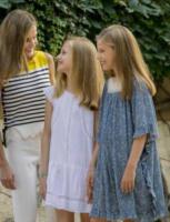 Principessa Sofia di Borbone, Principessa Leonor di Borbone, Letizia Ortiz - Palma de Mallorca - 31-07-2017 - Felipe e Letizia di Spagna, gruppo di famiglia in... esterna!