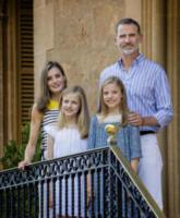 Principessa Sofia di Borbone, Principessa Leonor di Borbone, Re Felipe di Borbone, Letizia Ortiz - Palma de Mallorca - 31-07-2017 - Felipe e Letizia di Spagna, gruppo di famiglia in... esterna!