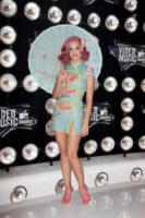 Katy Perry - 28-08-2011 - L'estate addosso? Vestiti come Reese Witherspoon
