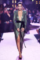 Bella Hadid - Parigi - 04-07-2017 - Chi lo indossa meglio? Cara Delevingne e Bella Hadid