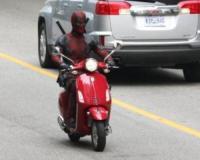 Deadpool - Vancouver - 08-08-2017 - Deadpool,com'è bello andare in giro con lo scooter sotto i piedi
