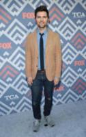 Adam Scott - West Hollywood - 08-08-2017 - Vanessa Hudgens brilla sul red carpet degli TCA Awards 2017