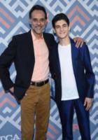 Alexander Siddig, David Mazouz - West Hollywood - 08-08-2017 - Vanessa Hudgens brilla sul red carpet degli TCA Awards 2017