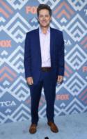 Kevin Rahm - West Hollywood - 08-08-2017 - Vanessa Hudgens brilla sul red carpet degli TCA Awards 2017