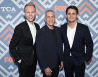Benj Pasek, Justin Paul, Marc Platt - West Hollywood - 08-08-2017 - Vanessa Hudgens brilla sul red carpet degli TCA Awards 2017