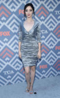 Emma Dumont - West Hollywood - 08-08-2017 - Vanessa Hudgens brilla sul red carpet degli TCA Awards 2017