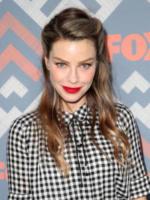 Lauren German - West Hollywood - 09-08-2017 - Vanessa Hudgens brilla sul red carpet degli TCA Awards 2017
