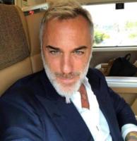 Gianluca Vacchi - 09-08-2017 - Gianluca Vacchi fa crack, altro che #Enjoy...