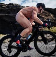 Mario Cipollini nudo, i vip si mostrano come mamma li ha fatti