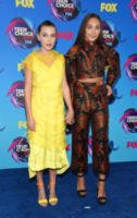 Millie Bobby Brown, Maddie Ziegler - Los Angeles - 13-08-2017 - Teen Choice Awards: a Los Angeles si celebrano i divi del futuro