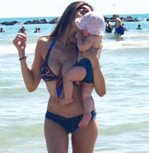 Cecilia Capriotti - Milano - 28-08-2017 - La mamma più sexy in spiaggia? È lei, la riconosci?