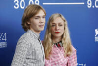 Charlie Plummer, Chloe Sevigny - Venezia - 01-09-2017 - Venezia 74: Chloe Sevigny in vichy al photocall di Lean on Pete