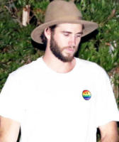Luke Hemsworth - Malibu - 02-09-2017 -  Miley Cyrus e Liam Hemsworth, dito medio contro tutti
