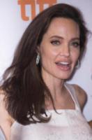 Angelina Jolie - Toronto - 10-09-2017 - Angelina Jolie a Toronto... in versione mamma!
