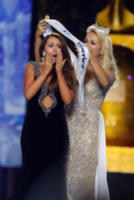 2018 Miss America Cara Mund, 2017 Miss America Savvy Shields - Las Vegas - 08-09-2017 - Miss America 2018: la vincitrice è Cara Mund