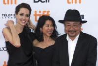 Loung Ung, Rithy Panh, Angelina Jolie - Toronto - 11-09-2017 - Angelina Jolie, la premiere è un affare di famiglia