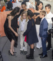 Sareum Srey Moch, Knox Jolie-Pitt, Kimhak Mun, Maddox Jolie-Pitt, Loung Ung, Pax Jolie-Pitt, Vivienne Jolie-Pitt, Shiloh Jolie-Pitt, Zahara Jolie-Pitt, Angelina Jolie - Toronto - 11-09-2017 - Angelina Jolie, la premiere è un affare di famiglia