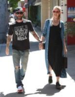 Behati Prinsloo, Adam Levine - Beverly Hills - 29-03-2016 - Adam Levine e Behati Prinsloo diventeranno genitori bis