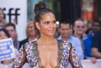 Halle Berry - Toronto - 13-09-2017 - Kings: Halle Berry, la scollatura è regale