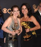 Anna Chlumsky, Julia Louis-Dreyfus - Los Angeles - 18-09-2017 - Emmy 2017: trionfa The Handmaid's Tale