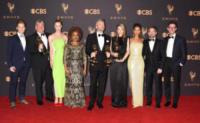 Mackenzie Davis, Gugu Mbatha-Raw - Los Angeles - 17-09-2017 - Emmy 2017: trionfa The Handmaid's Tale