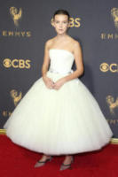 Millie Bobby Brown - Los Angeles - 17-09-2017 - Emmy 2017: le dive viste fronte e retro