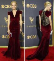 Gillian Anderson - 18-09-2017 - Emmy 2017: le dive viste fronte e retro