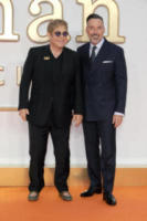 David Furnish, Colin Firth, Elton John - Londra - 18-09-2017 - Kingsman, Channing Tatum, impossibile non dare una sbirciatina
