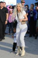 Kim Kardashian - Los Angeles - 21-09-2017 - Tuta da ginnastica e tacchi alti? C'è chi può!