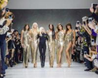 Claudia Schiffer, Carla Bruni, Donatella Versace, Helena Christensen, Naomi Campbell, Cindy Crawford - Milano - 23-09-2017 - Milano Fashion Week: Versace in passerella con le icone anni 90