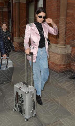 Bella Hadid - 25-09-2017 - Fashion Week o viaggio di piacere, i travel outfit delle star