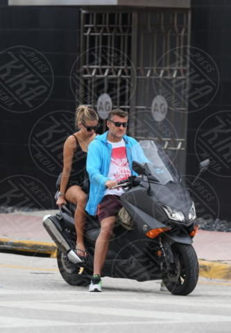 Costanza Caracciolo, Christian Vieri - Miami Beach - 27-09-2017 - Costanza Caracciolo e il pancino... on the road!