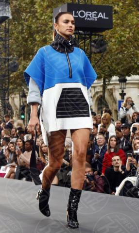 Irina Shayk - Parigi - 01-10-2017 - PFW: Irina Shayk-Jane Fonda, sfilano tutte per L'Oreal