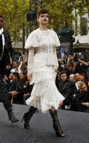 Barbara Palvin - Parigi - 01-10-2017 - PFW: Irina Shayk-Jane Fonda, sfilano tutte per L'Oreal