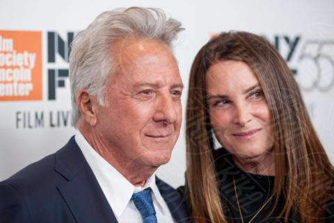 LIsa Hoffman, Dustin Hoffman - New York - 02-10-2017 - The Meyerowitz Stories, Dustin Hoffman s'improvvisa fotografo