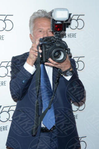 Dustin Hoffman - New York - 02-10-2017 - The Meyerowitz Stories, Dustin Hoffman s'improvvisa fotografo