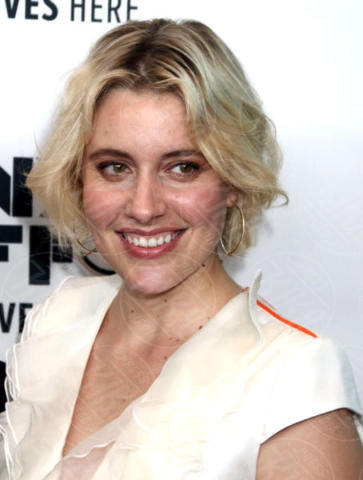 Greta Gerwig - New York - 01-10-2017 - The Meyerowitz Stories, Dustin Hoffman s'improvvisa fotografo