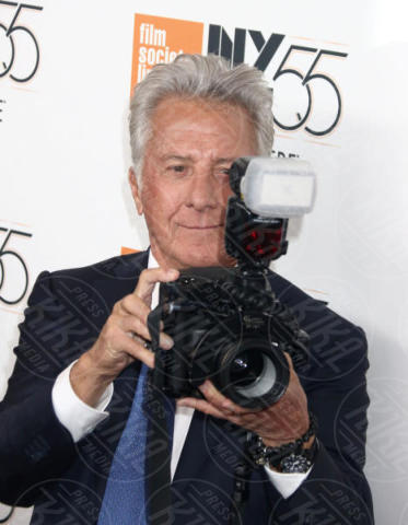 Dustin Hoffman - New York - 01-10-2017 - The Meyerowitz Stories, Dustin Hoffman s'improvvisa fotografo